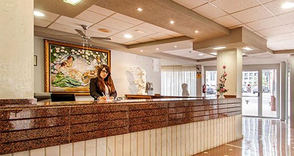 Vacaciones chollo viaja en verano al hotel blue sea for Oferta hotel familiar benidorm