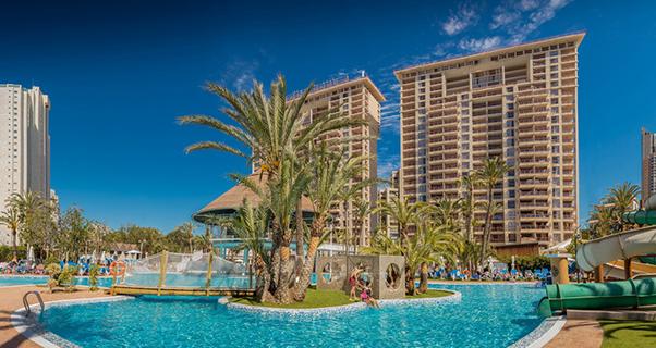 Vacaciones chollo viaja en oto o al aparthotel magic for Oferta hotel familiar benidorm